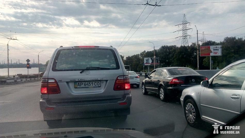 Пробка огромная. фото: Vgorode