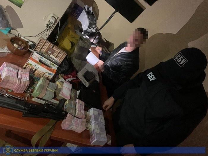 Двое запорожцев организовали крупный конвертационный центр. Фото: СБУ