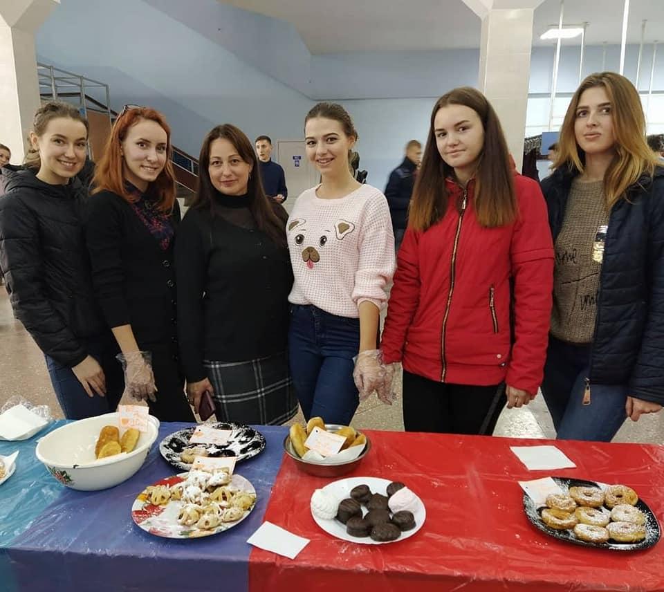 В один день в Мелитополе прошла благотворительная ярмарка и мастер класс в поддержку Данила Румянцева
