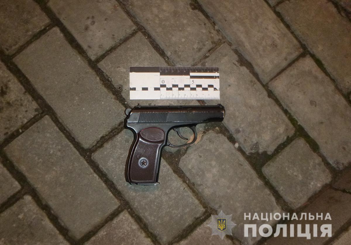 На Запоріжжі поліцейські затримали чоловіка, який стріляв посеред вулиці