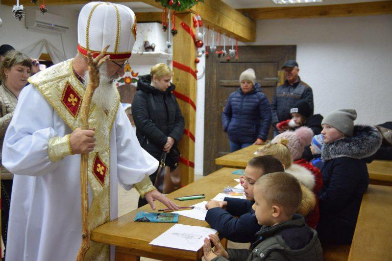 Покататься по небу на оленях — Святой Николай рассказал, какие желания загадывают дети и взрослые - фото