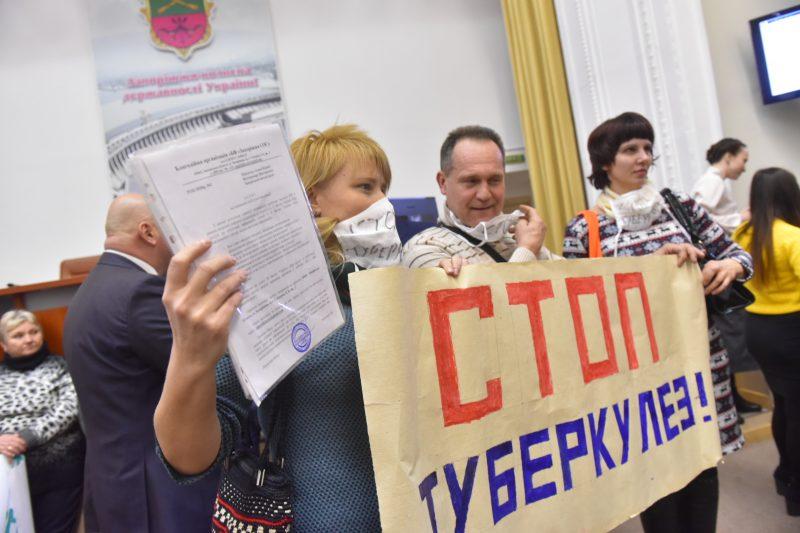 Запорожцы пришли высказать свое мнение о недопущении закрытия тубдиспансеров