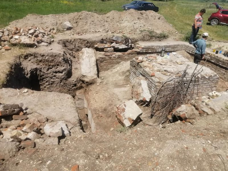 фундамент старинного храма