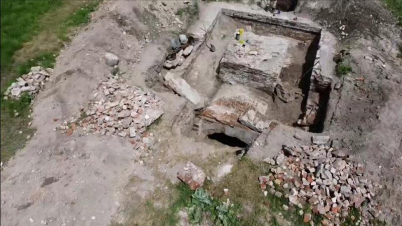 остатки старинного храма