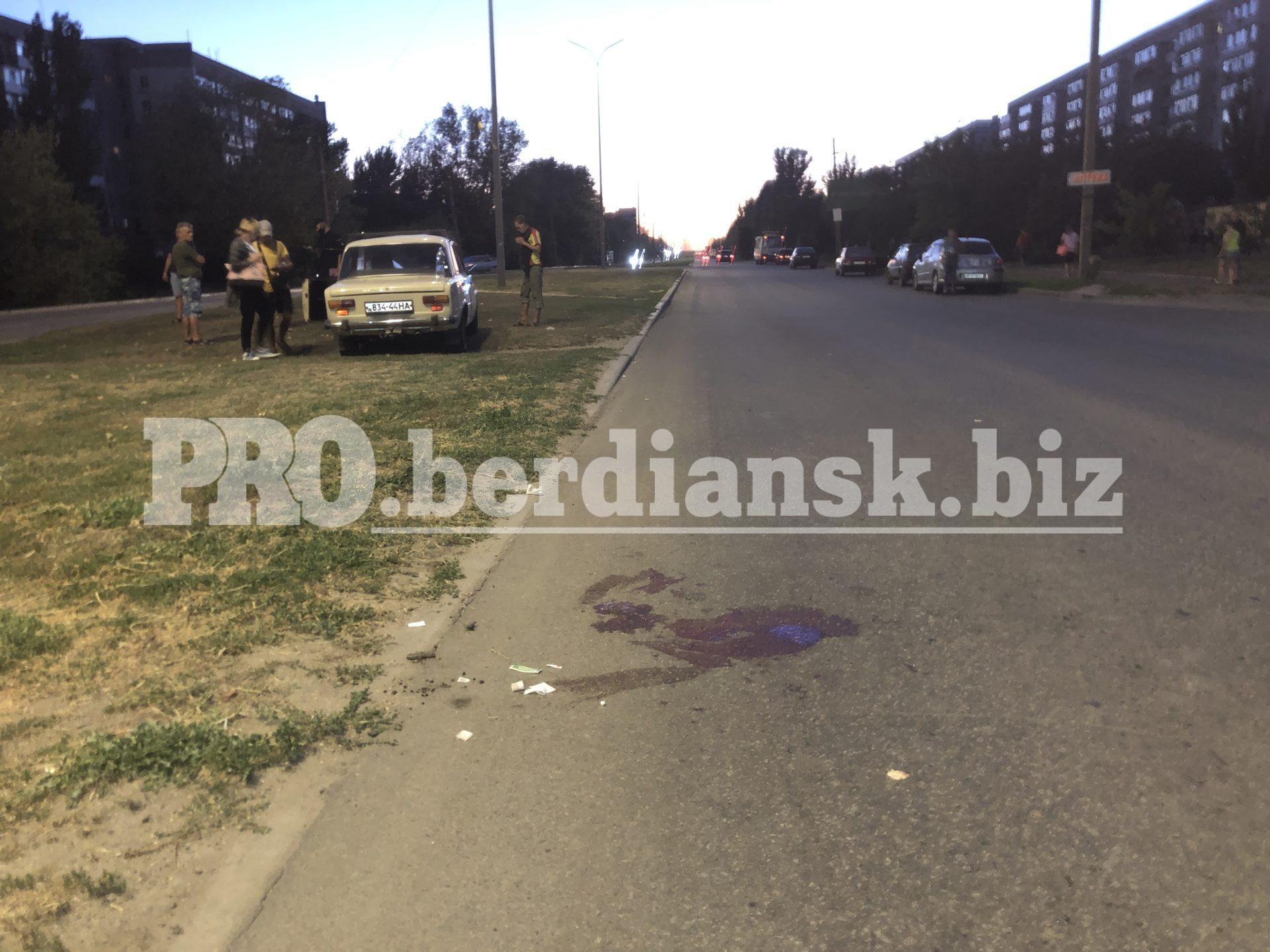 В Бердянске на пешеходном переходе сбили мужчину