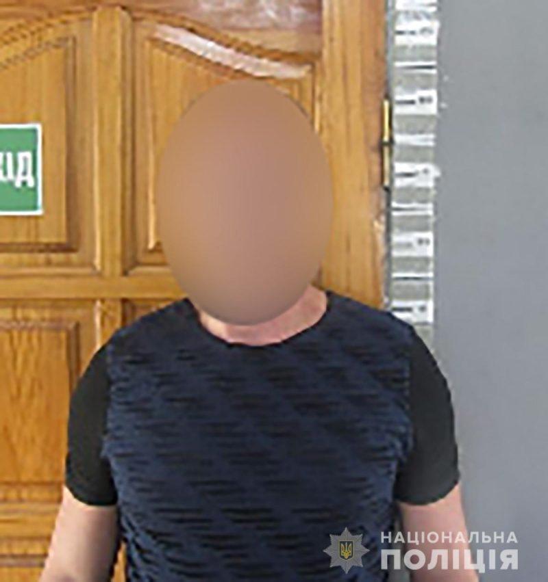 В Запорожье злоумышленник, которого ищут на Закарпатье, побил и ограбил мужчину