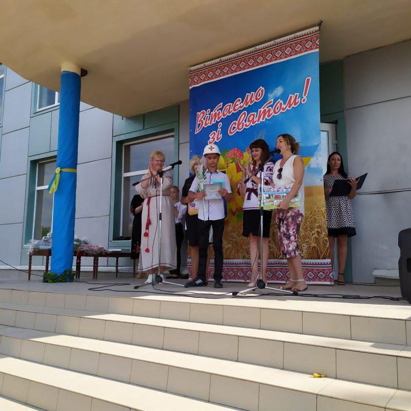 В Запорожской области ко Дню Независимости наградили школьника, который спас рыбака