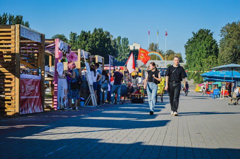 Уличная еда, керамические черепа и развлечения - в Запорожье проходит гастрономический фестиваль
