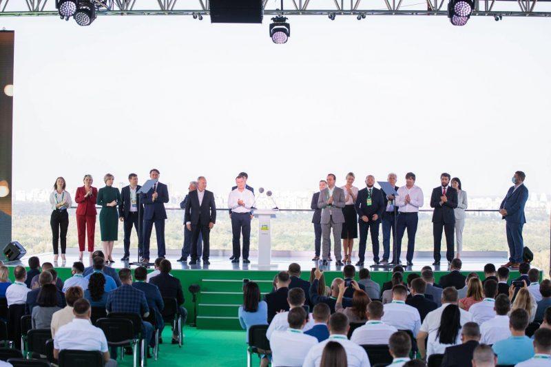 партія «Слуга Народу» представила кандидатів