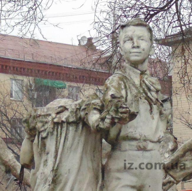 Памятник фонтан ретро