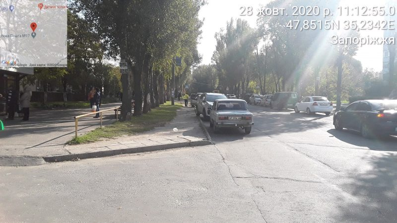 На улице Авраменко водители паркуются с нарушениями
