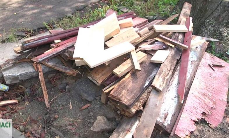 В Запорожье в жилом доме рухнула лестница: подробности и ВИДЕО