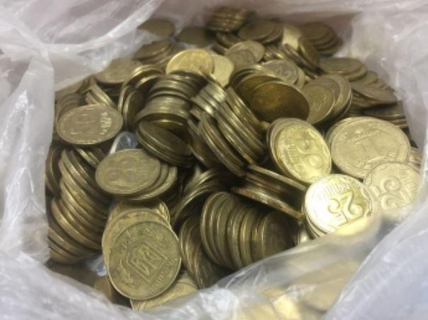 В Запорожской области в банке отказываются менять мелочь на купюры