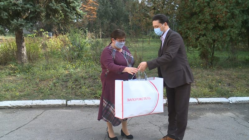 Запорізьким школам передали корисні подарунки