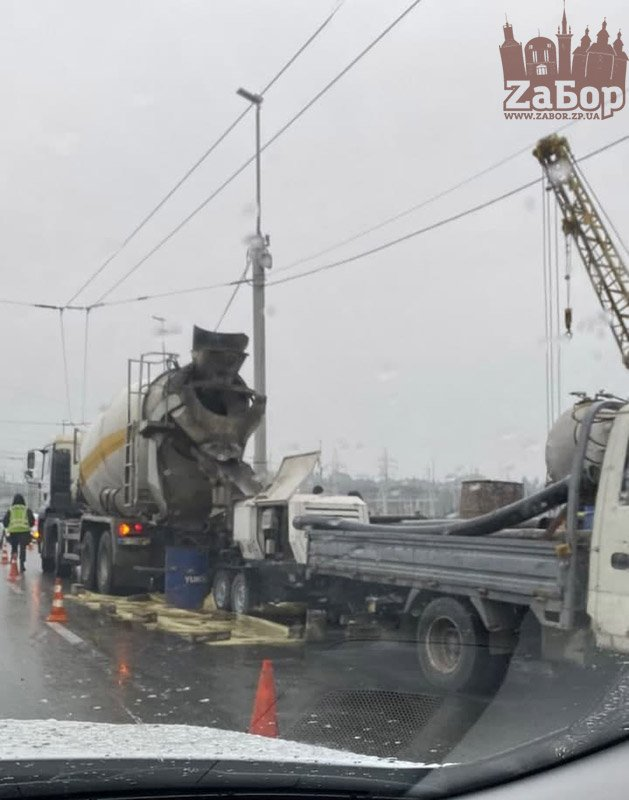 Запорожье «стоит»: на плотине начался новый ремонт дороги (ВИДЕО)