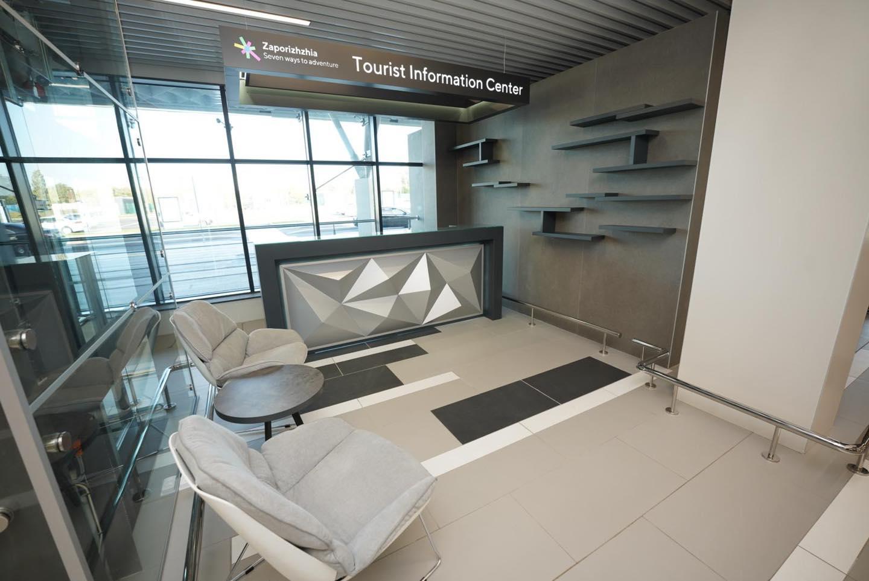 Жителям Запорожья показали, как выглядит новый терминал аэропорта внутри (ФОТО)