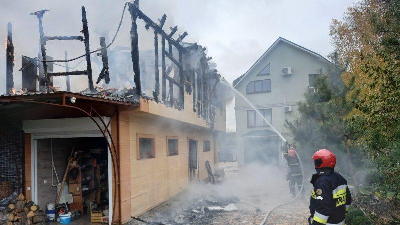 В селе Запорожской области горела хозпостройка