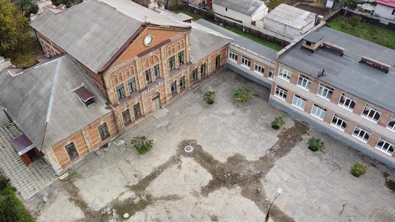 В сети показали, как с высоты выглядит меннонитская школа для девочек