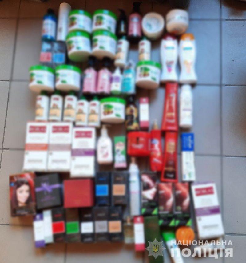 В Запорожской области мужчина украл из салона красоты краску для волос и косметику