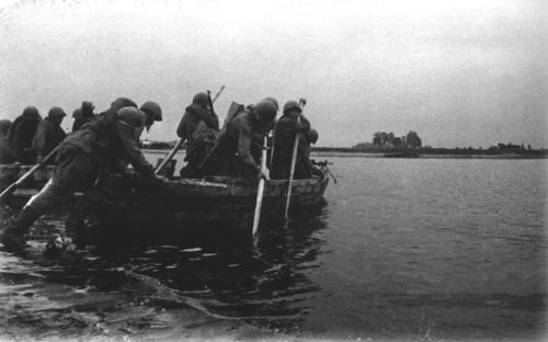 Штурм Разумовского плацдарма. 1943 год. Форсирование правого берега Днепра в районе села Разумовка