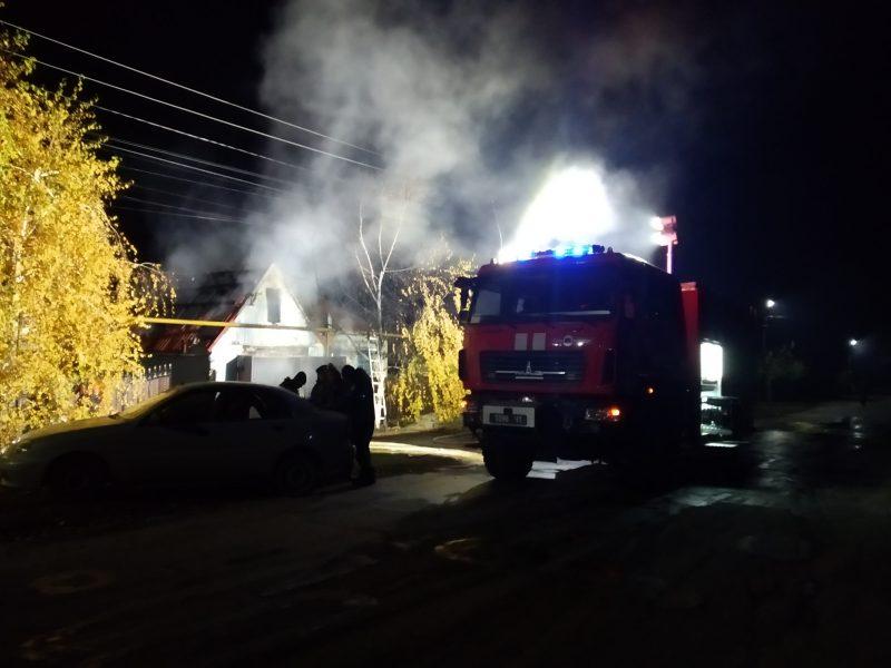 В Вольнянске загорелся гараж и в нем автомобиль
