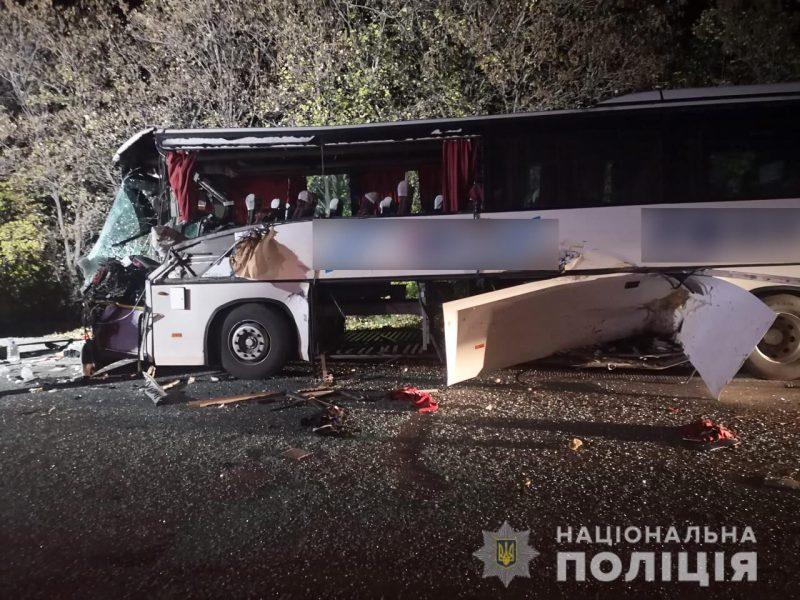 автобус с пассажирами столкнулся с трактором