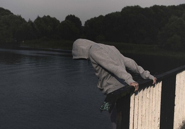 Суицид на новом мосту в Запорожье: полиция прокомментировала происшествие