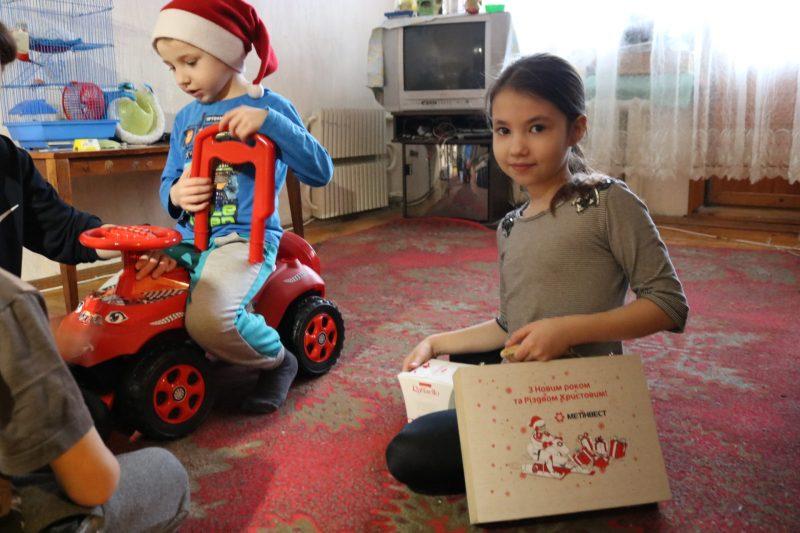 діти отримали подарунки