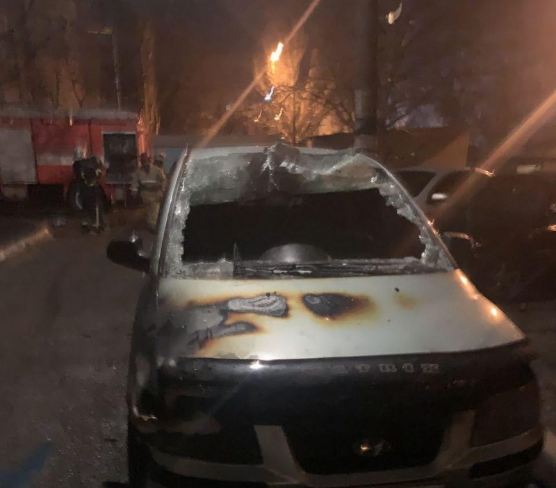 В Мелитополеночью горели два автомобиля