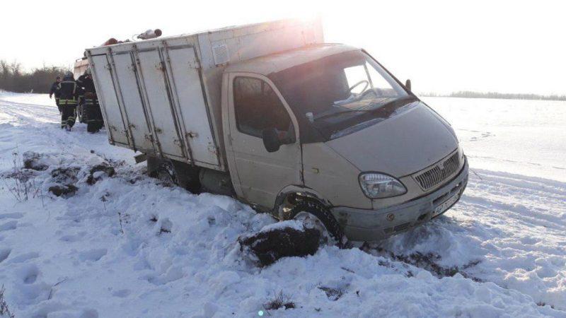 грузовой автомобиль «Газель» съехал в кювет