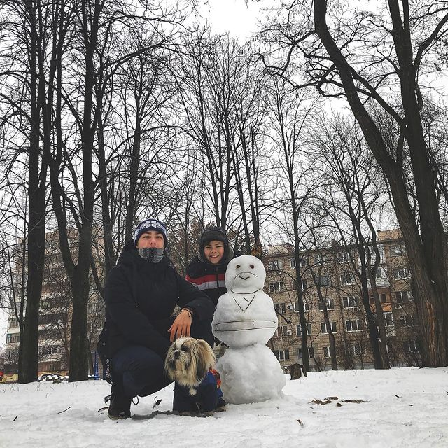 запорожцы лепят снеговиков