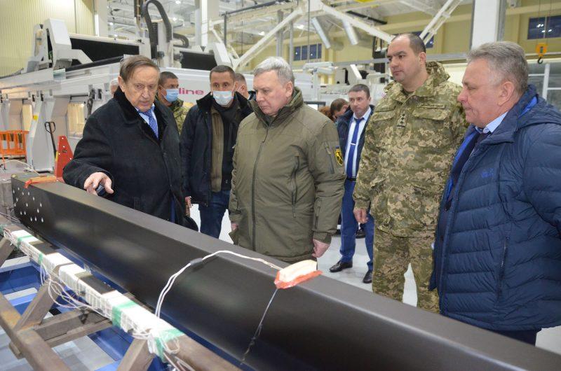 Андрей Таран побывал на трех предприятиях ВПК
