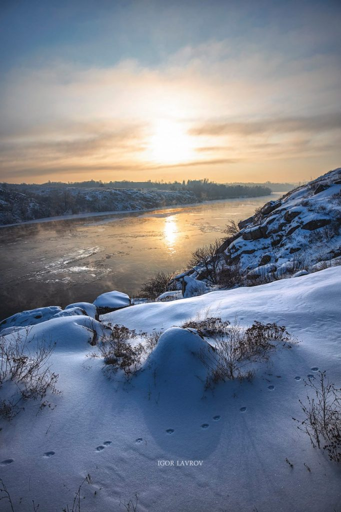 Запорожский фотограф Игорь Лавров выложил в соцсети красивые зимние фотографии