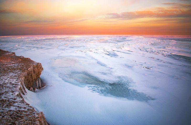 Как выглядит зимняя сказка на Азовском море - фото, видео