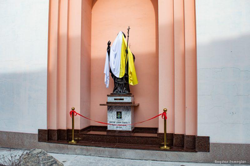 Мэр Александровска и Папа Римский: в Запорожье открыли два памятника и новую улицу