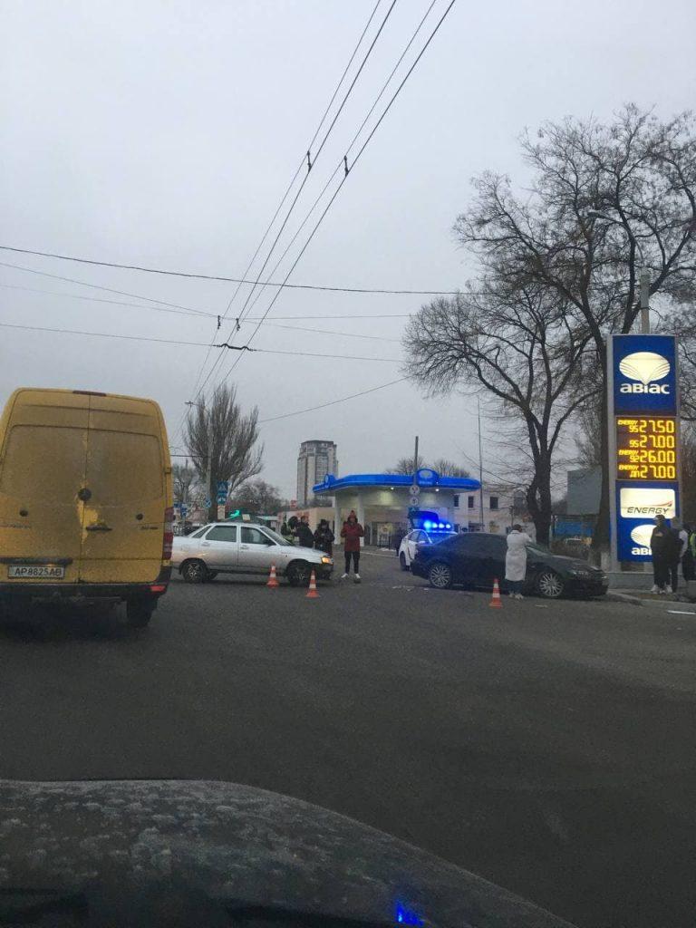 В Запорожье столкнулись автомобили - фото