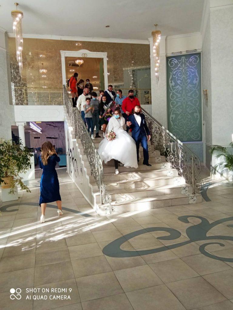 Центральный РАГСе сегодня поженились девять пар