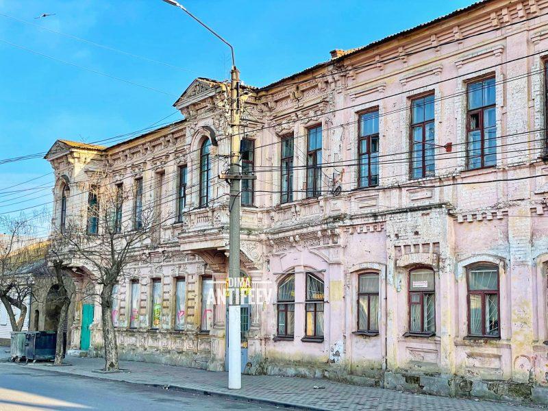 Как в городе Запорожской области выглядит особняк, построенный в XIX веке - фото