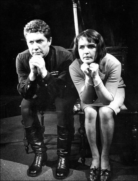 """Вот так выглядела Ада Роговцева и Альфред Шестопалов в спектакле """"Варшавская мелодия"""" в 1968 году."""