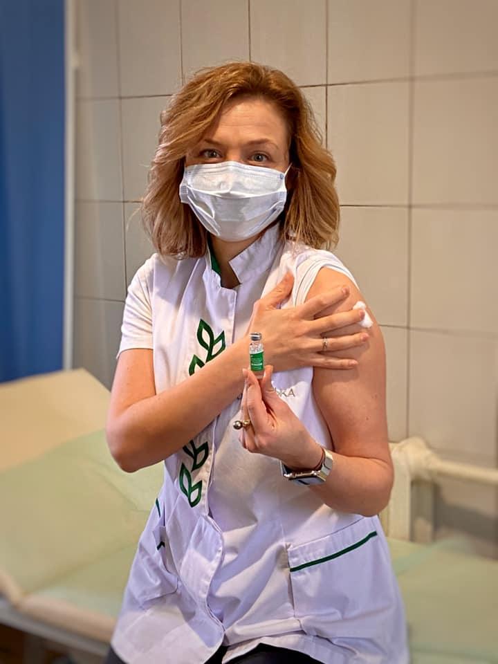 Первыми от коронавируса вакцинировались медицинские работники громады