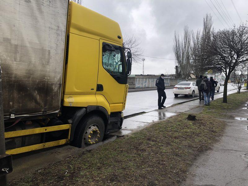В курортном городе Запорожской областистолкнулись три автомобиля