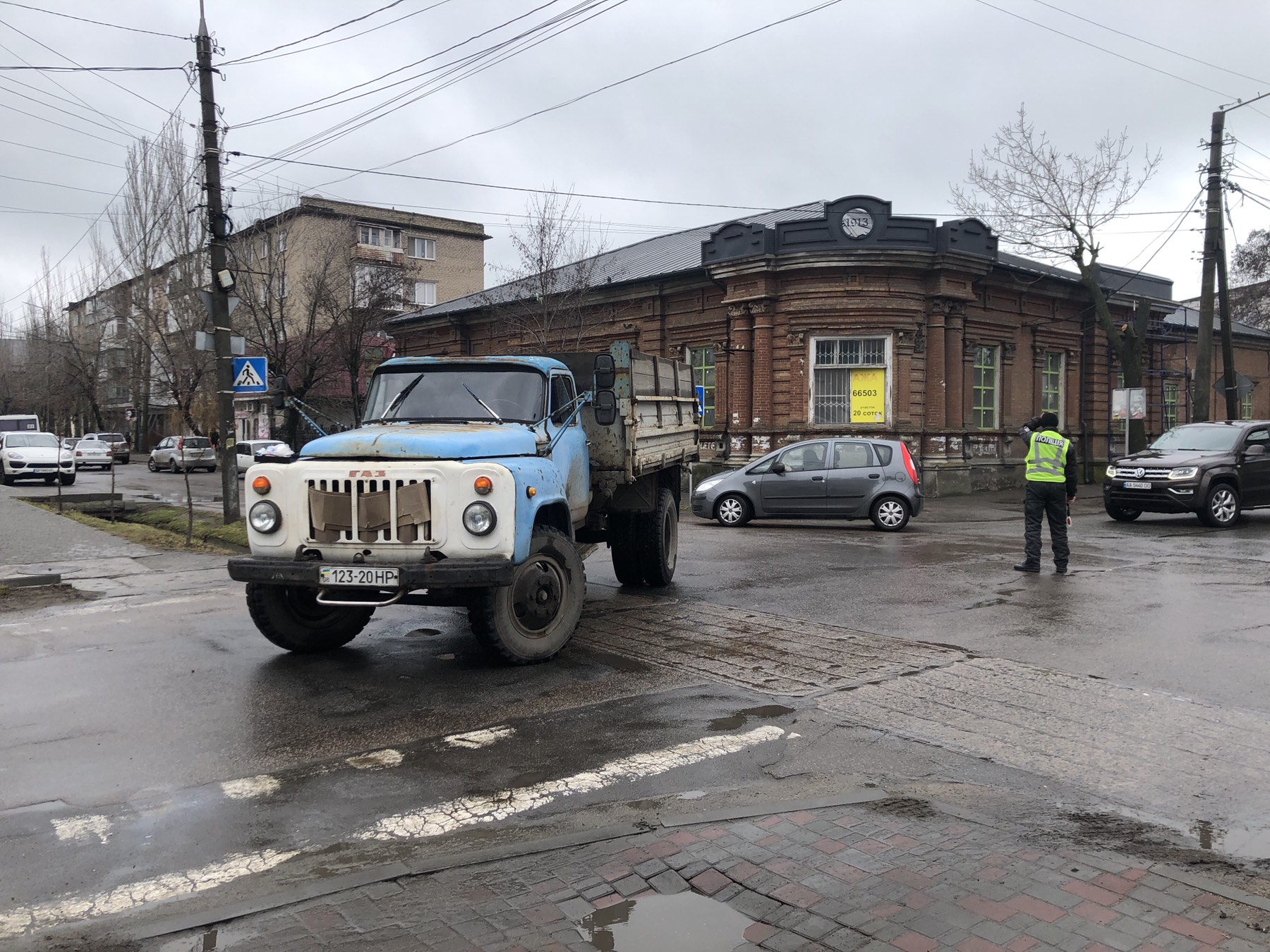 В центре Бердянска грузовик сбил женщину