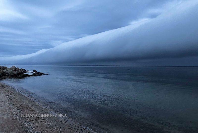 облака, похожие на цунами