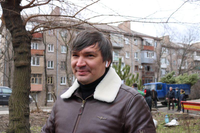 Ялинки та кримські сосни поселилися у дворах запоріжців