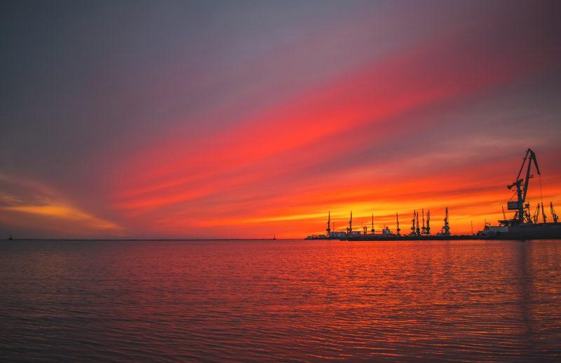 Завораживающий закат над Азовским морем показала фотограф из Бердянска
