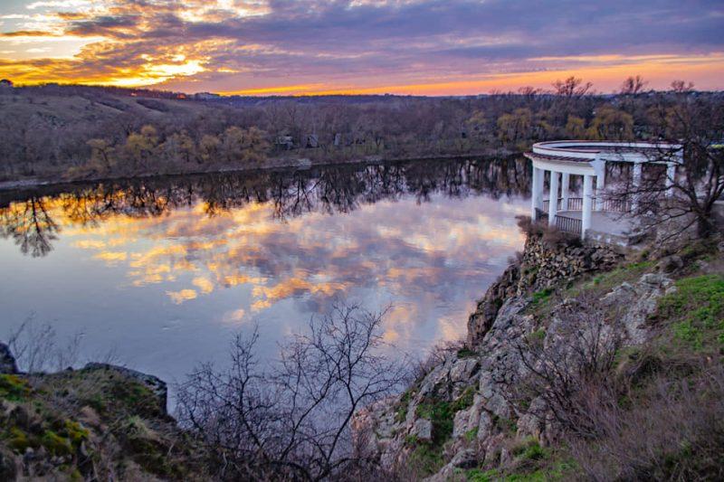 Фотограф из Запорожья запечатлела роскошный закат над Хортицей