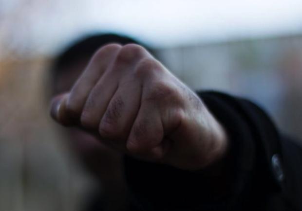Может сесть в тюрьму: в Запорожье мужчина избил полицейского - фото Pikabu