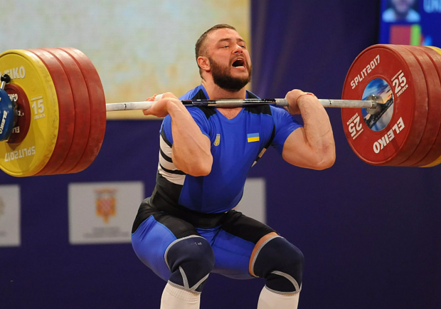 Дмитрий Чумак выиграл двоеборье на Чемпионате Европы по тяжелой атлетике. Фото: zn.ua