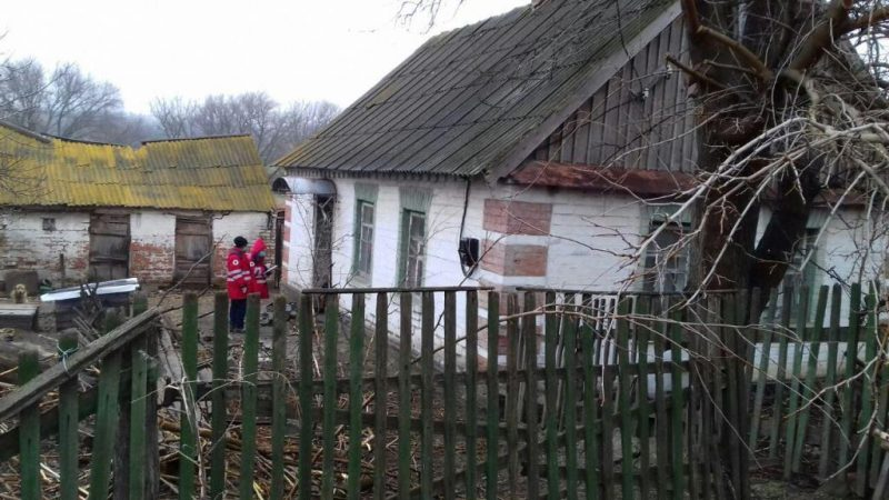С пожара в селе Запорожской области мужчину увезла скорая