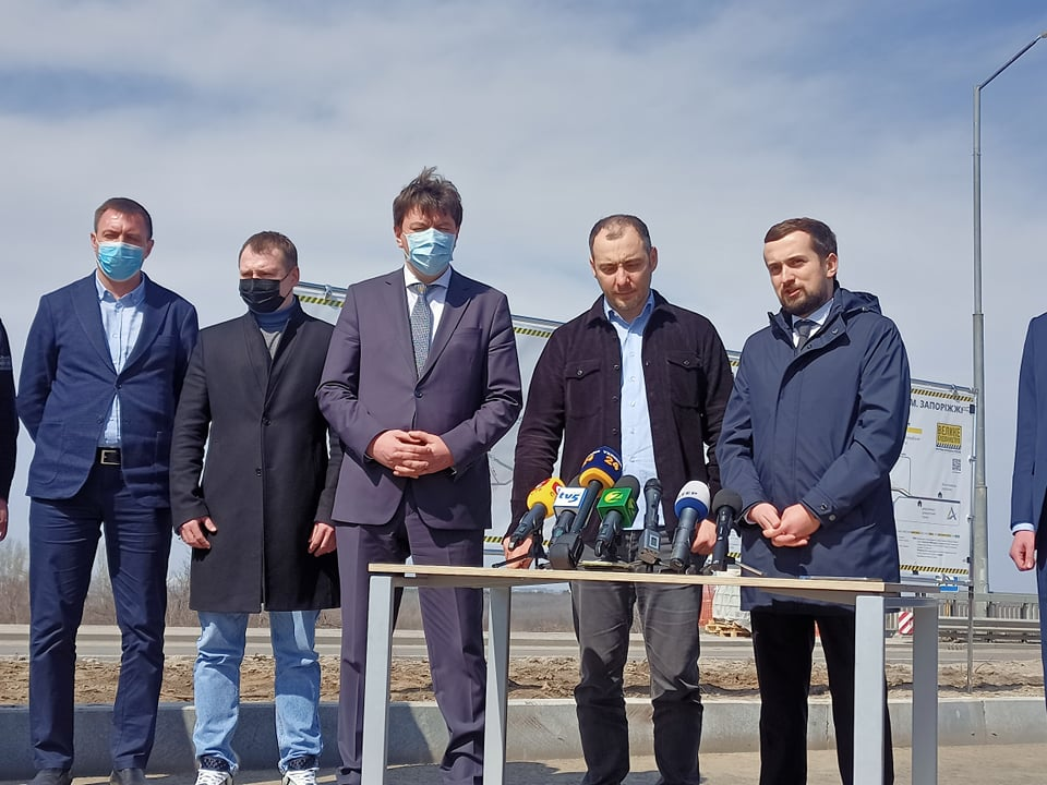 Уже скоро: стало известно, когда в Запорожье откроют движение по вантовому мосту через Днепр